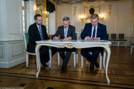od prawej Prezydent miasta Białystok Tadeusz Truskolaski, Prezes AP Włodzimierz Skalik, SG AP Bohdan Włostowski