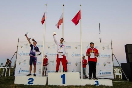 Na najwyższym stopniu podium Mistrz Świata Juniorów w konkurencji S4A – Maciej Łukaszewski